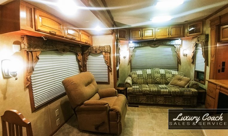 2009 Doubletree Mobile Suites 36RSSB3 at Luxury Coach